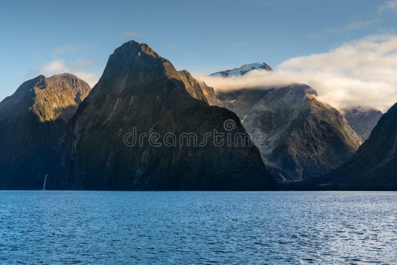 米尔福德峡湾峡湾,Fiordland国立公园 免版税图库摄影