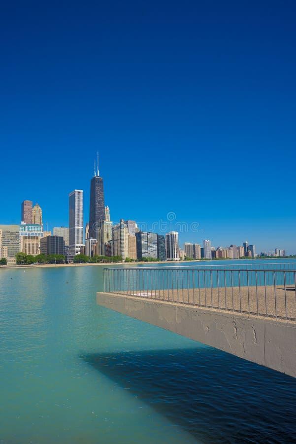 从米尔顿李橄榄公园的芝加哥地平线 图库摄影