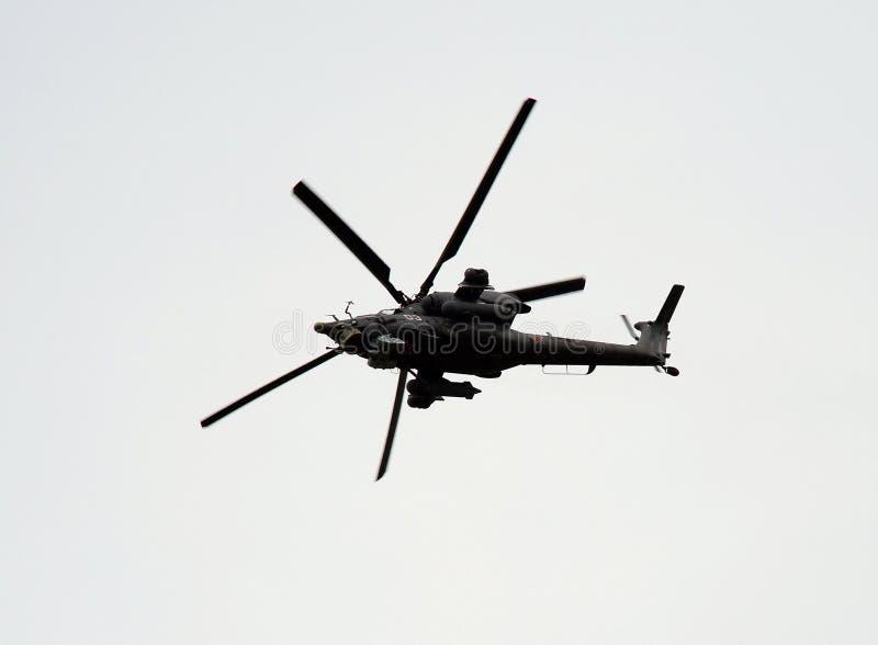 米尔Mi的小组28俄国全天候,天夜,军用一前一后,两位子反坦克的攻击用直升机在天空中 免版税库存照片