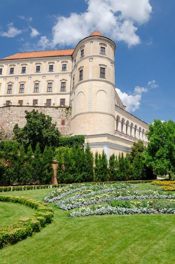 米库洛夫城堡及其艺术园景花园 库存照片