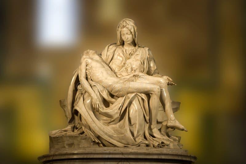米开朗基罗圣母怜子图雕象 库存照片