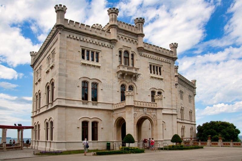 米拉马雷城堡城堡看法在的里雅斯特,意大利东北部附近的 免版税库存照片