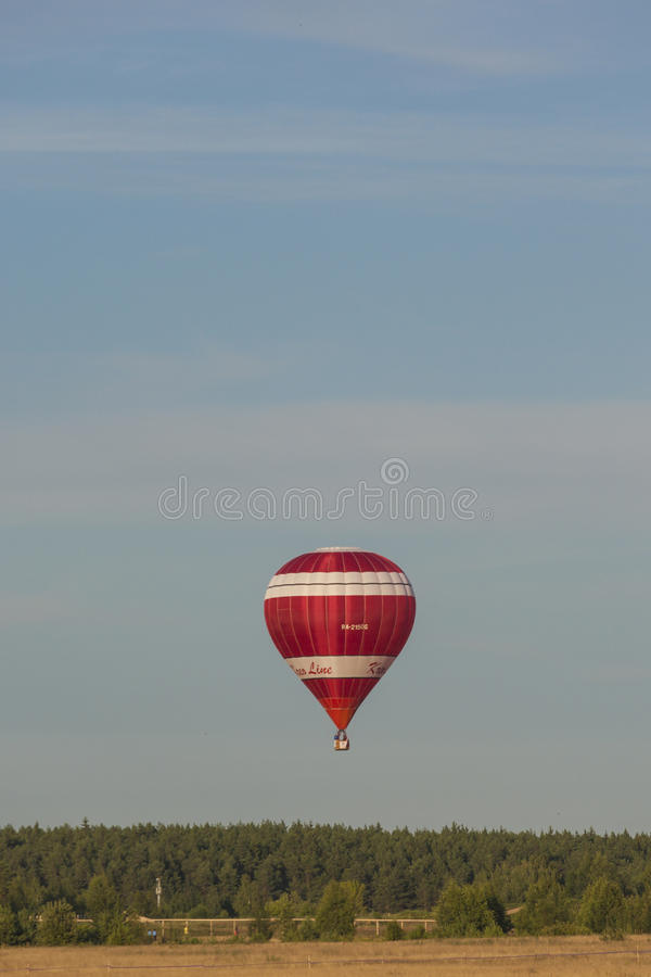 米斯克白俄罗斯, 2015年7月19日:Volodin驾驶的俄国队Kreo线空气球丹尼斯 库存图片