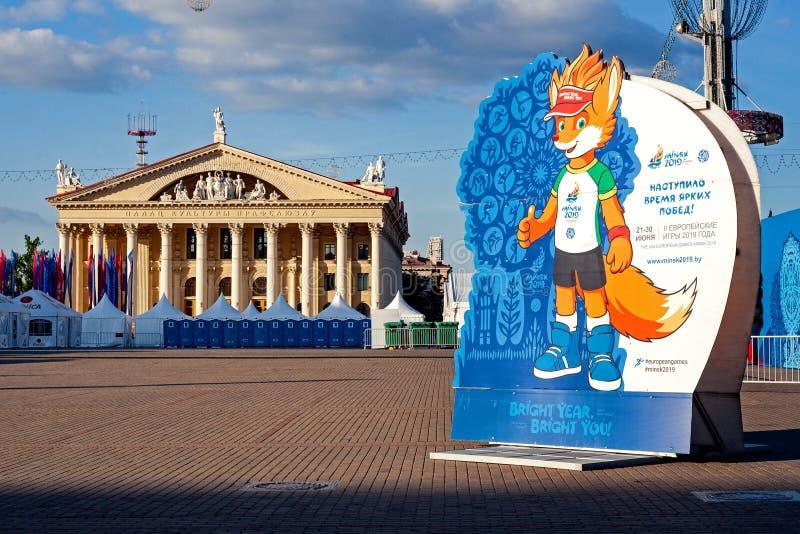 米斯克,白俄罗斯,2019年6月22日:与欧洲比赛商标的第2个欧洲比赛广告牌在米斯克的中心 库存图片