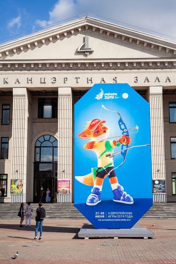米斯克,白俄罗斯,2019年6月22日:与欧洲比赛商标的第2个欧洲比赛广告牌在米斯克的中心 图库摄影