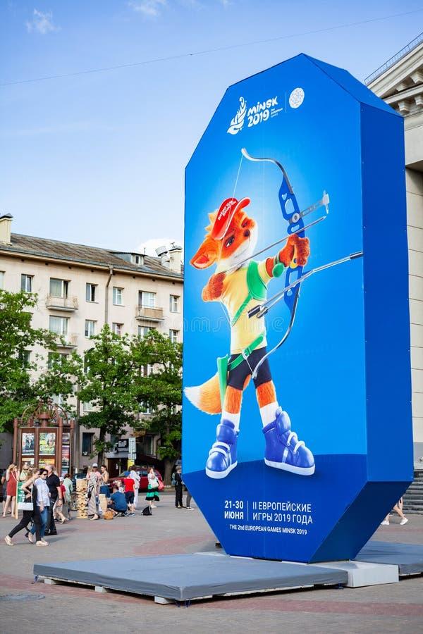 米斯克,白俄罗斯,2019年6月22日:与欧洲比赛商标的第2个欧洲比赛广告牌在米斯克的中心 库存照片