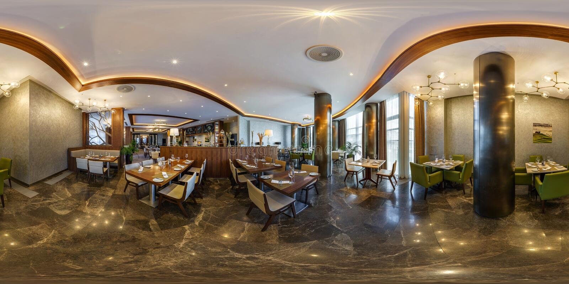 米斯克,白俄罗斯- 2017年8月:充分的无缝的全景360度渔在宴会大厅里面内部精华咖啡馆的在现代 免版税库存照片