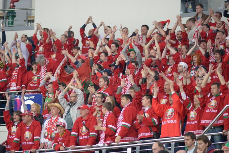 米斯克,白俄罗斯- 5月7 :白俄罗斯队的爱好者庆祝在2014个IIHF世界冰球5月7日的冠军比赛期间 库存图片
