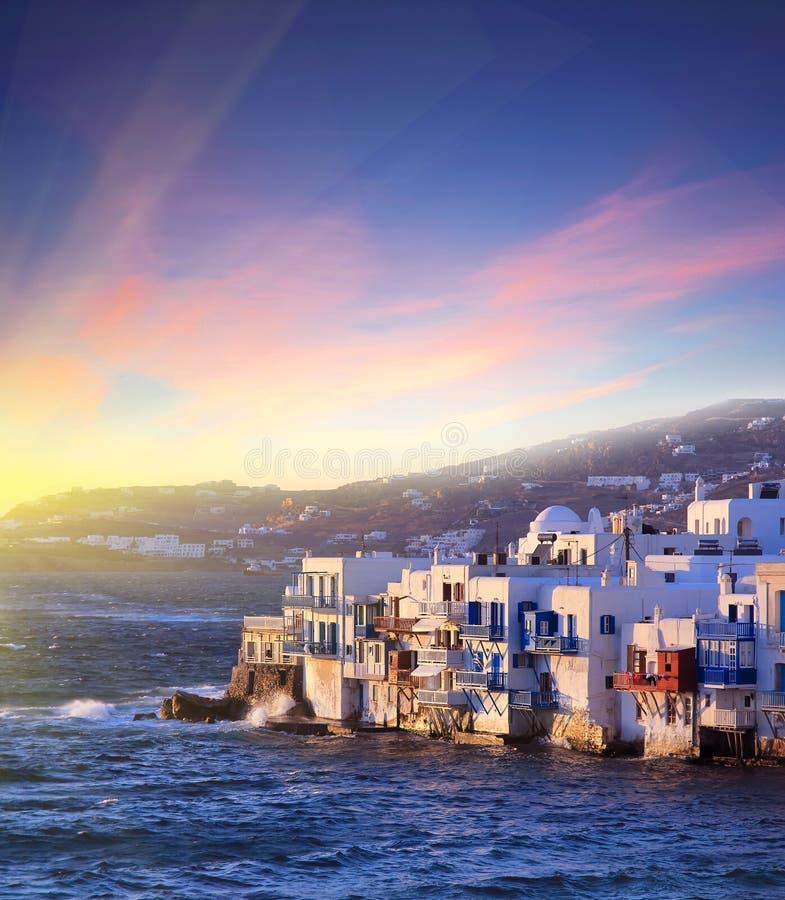 米科诺斯岛海岛,希腊五颜六色的小的威尼斯日落的 免版税库存图片
