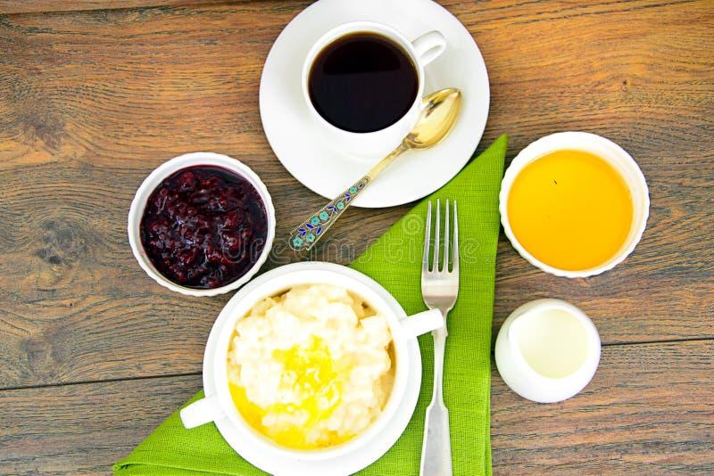 Download 米粥用甜黄油、果酱和咖啡 库存照片. 图片 包括有 自创, 堵塞, 食物, 正餐, 产品, 工厂, 制动手 - 62530128