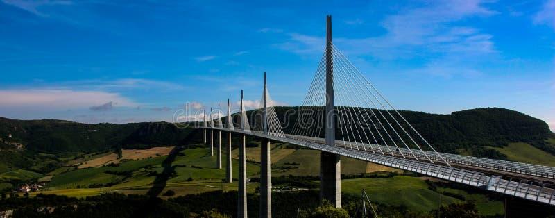 米约高架桥,在欧洲全景的最高的桥梁 库存图片