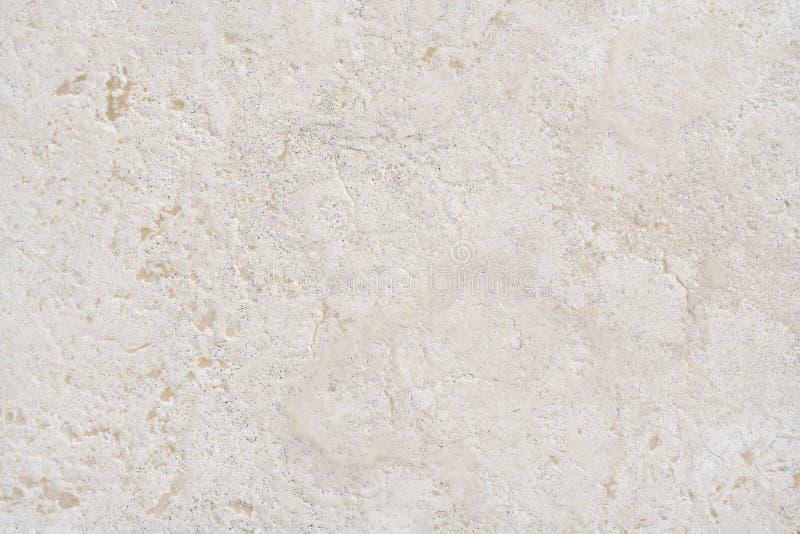 米色石灰岩与大理石天然表面或地板或浴室的质感相似 免版税库存图片