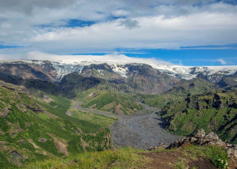 米达尔斯冰原冰川,迁徙的足迹惊人的风景在Thorsmork,冰岛南部 库存图片