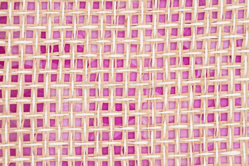 米黄和桃红色木织法背景 免版税库存照片