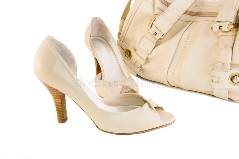 米黄手袋鞋子 库存照片