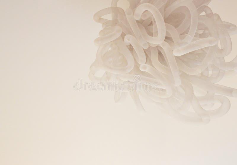 米黄抽象枝形吊灯由螺旋制成包裹了温和路线 库存图片