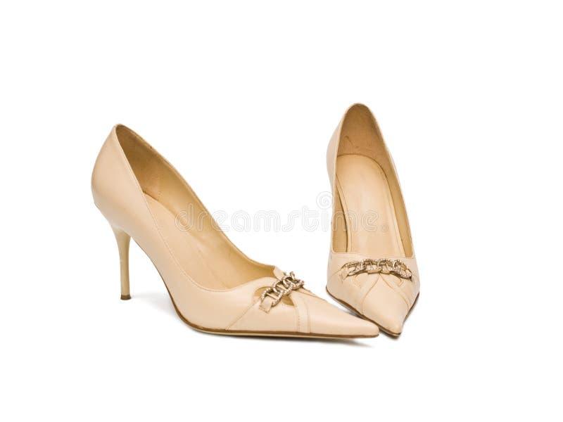 米黄s穿上鞋子妇女 库存图片