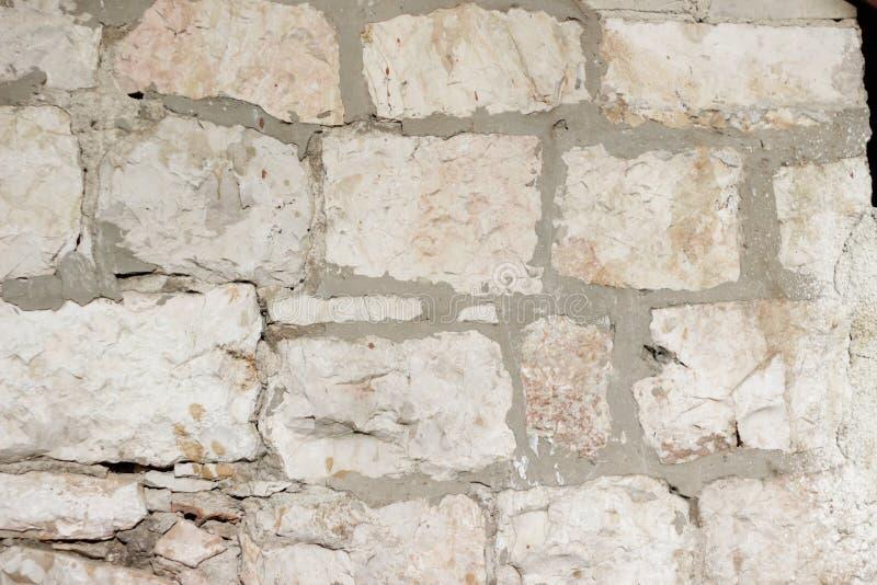 米黄老石砖墙纹理 免版税库存图片