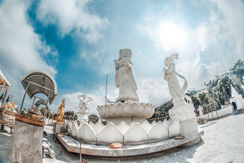 20米Kuan尹,同情&慈悲的女神高白色玉雕象  免版税库存照片