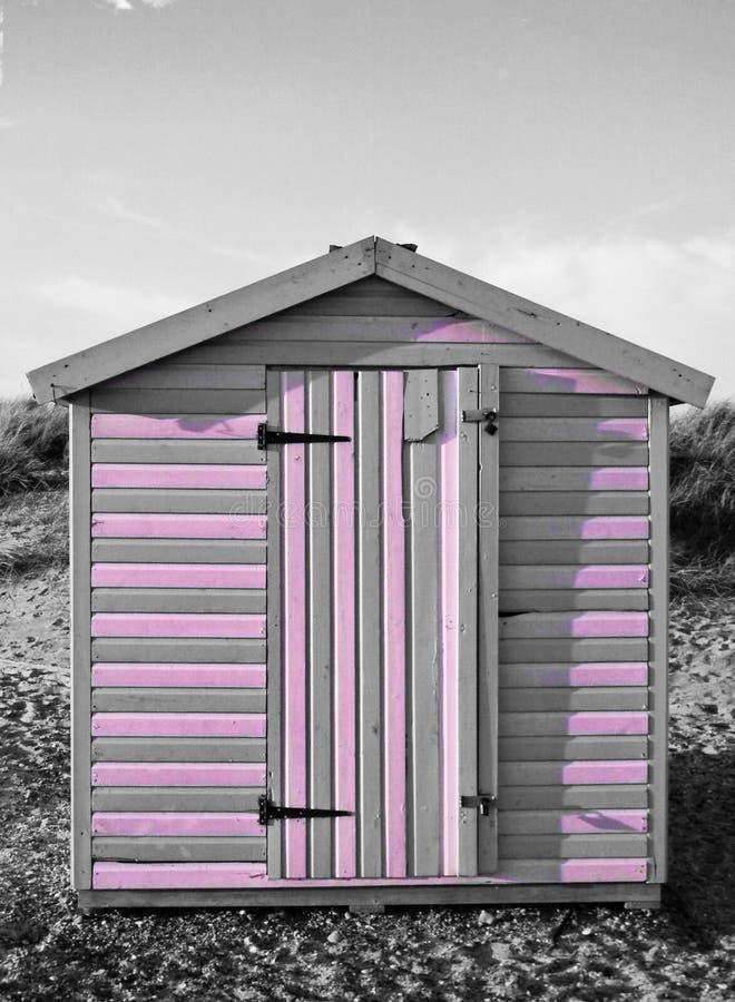 粉色条纹的海滩小屋 库存照片