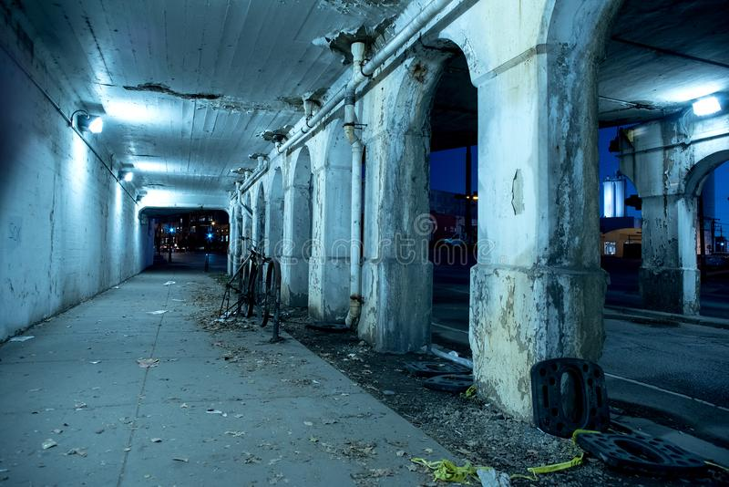粗砂黑暗的芝加哥市街道在晚上 免版税库存图片
