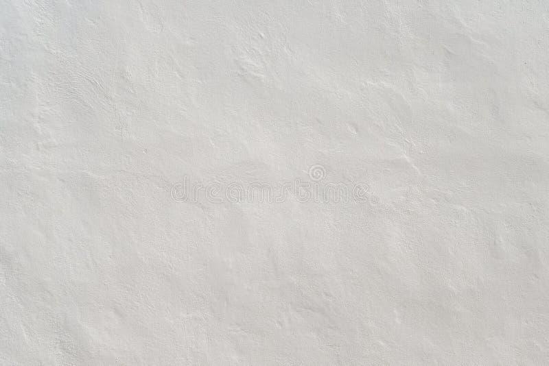 粗砺的涂灰泥的墙壁有水泥混凝土墙纹理白色背景  库存图片