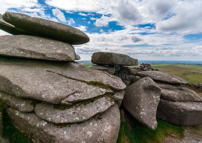 粗砺的突岩,岩层在康沃尔郡 免版税库存图片