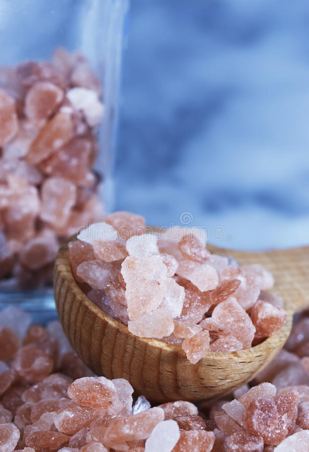 粗糙的喜马拉雅桃红色盐 库存照片