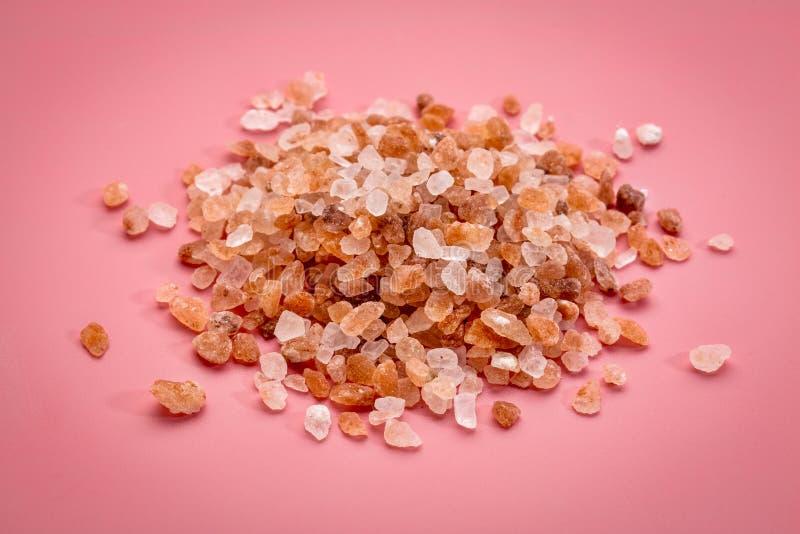 粗糙的桃红色喜马拉雅盐 免版税库存图片