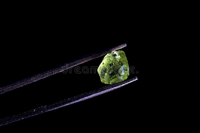粗暴宝石质量橄榄石 库存图片