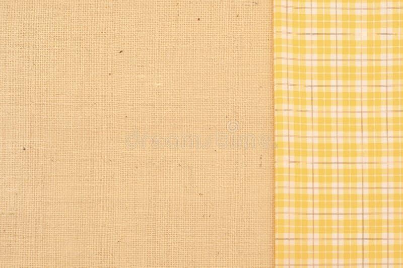 粗麻布有与空间的黄色和白色格子花呢披肩织品拷贝、文本,词,水平或者垂直的背景或室 免版税库存图片