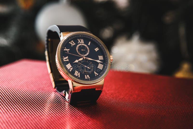 精华昂贵的人` s手表烙记 免版税库存照片