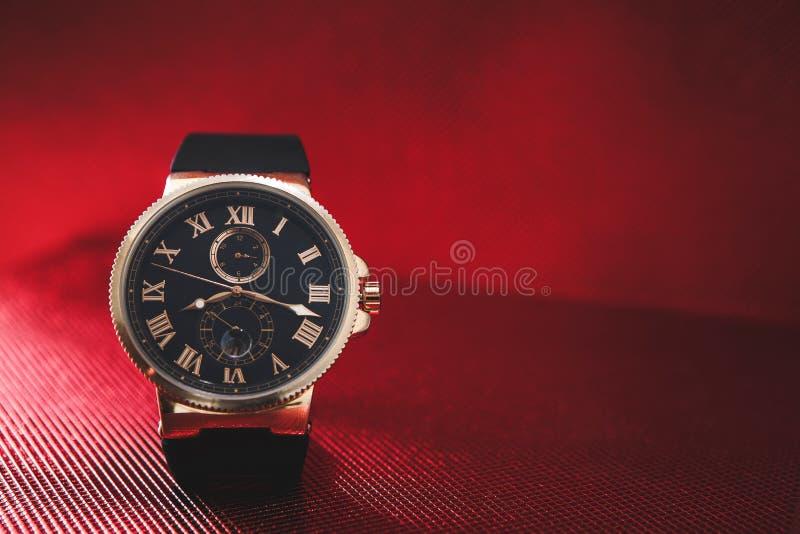 精华昂贵的人` s手表烙记 库存照片