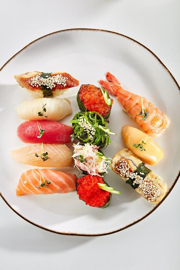 精妙的亚洲菜单在餐馆 免版税库存照片