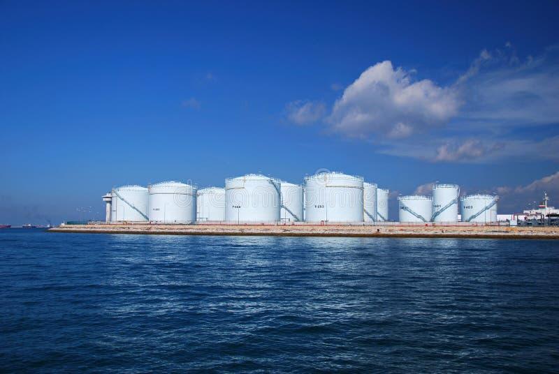 精炼厂新加坡储存箱 库存图片