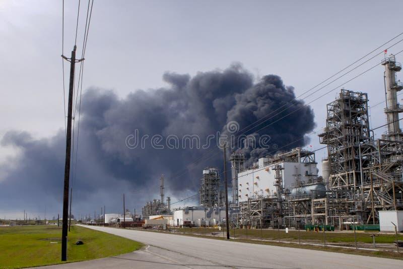 精炼厂火在休斯敦得克萨斯 免版税库存照片