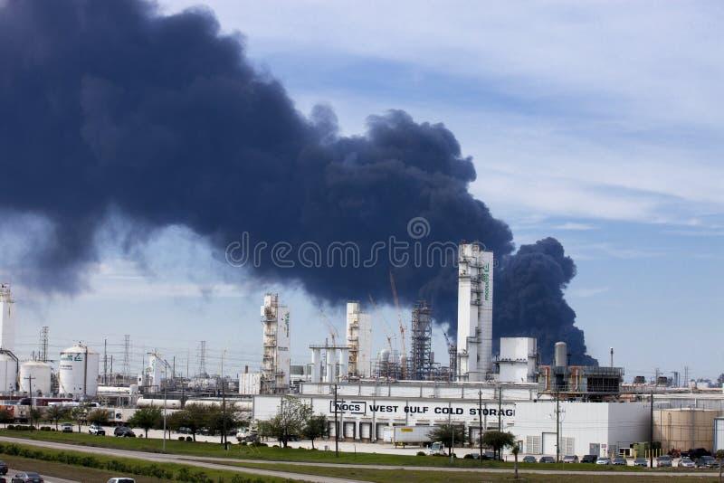 精炼厂火在休斯敦得克萨斯 库存图片