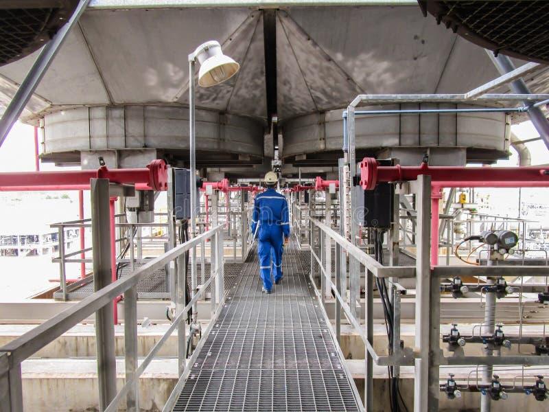 Download 精炼厂 库存照片. 图片 包括有 蒸馏, 结构, 红色, 微明, 结算, 粉红色, 精炼厂, 荷兰, 人们 - 72355560