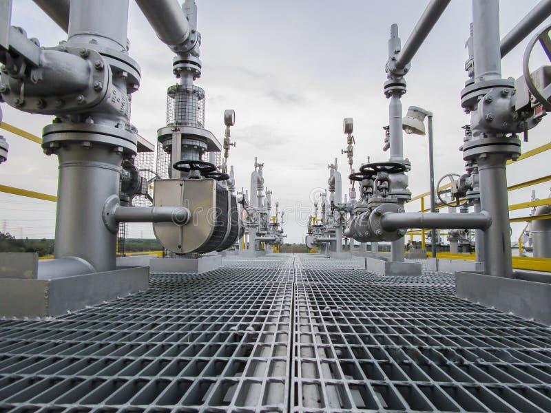 Download 精炼厂 库存照片. 图片 包括有 饱和, 蒸馏, 气体, 石油化学, 微明, 红色, 水平, 人们, 充满活力 - 72355810