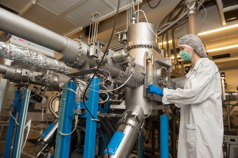 精确度电子的生产的高科技生产线 免版税库存照片