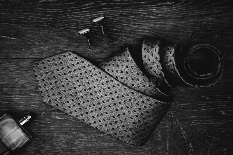 精神企业辅助部件领带科隆香水袖扣 免版税库存照片