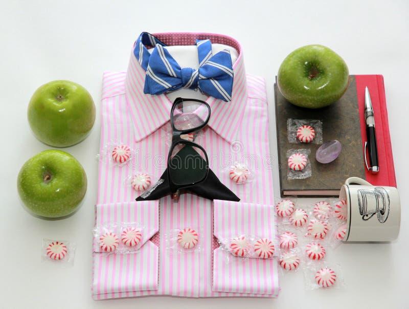 精神时尚衬衣 生活方式 事务 人 秀丽和方式 花梢 高的方式 免版税库存照片