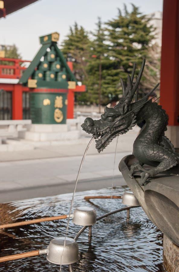 精神洗净的bassin在Sensoji寺庙,东京 库存图片