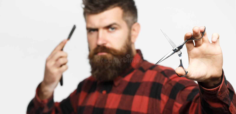 精神理发 理发师剪刀 长的胡子 有胡子的人,豪华的胡子,英俊 葡萄酒理发店,刮 性感的人 免版税库存图片
