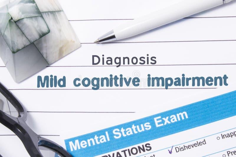 精神病学的诊断温和的认知损伤 医疗书或形式与诊断温和的认知损伤的名字在t 免版税图库摄影