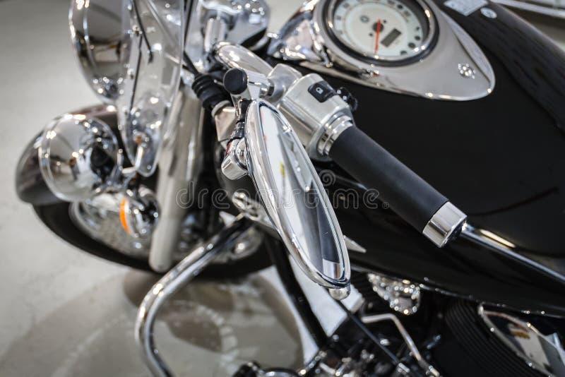 精采镀铬物摩托车 库存图片