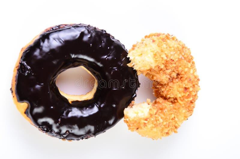 糖在白色背景隔绝的圆环多福饼 免版税库存图片