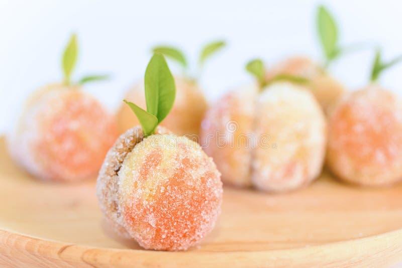 Download 糖果在白色隔绝的木板材结果实 库存图片. 图片 包括有 类似, 详细资料, 新鲜, 素食主义者, 黄油, 没人 - 62536661