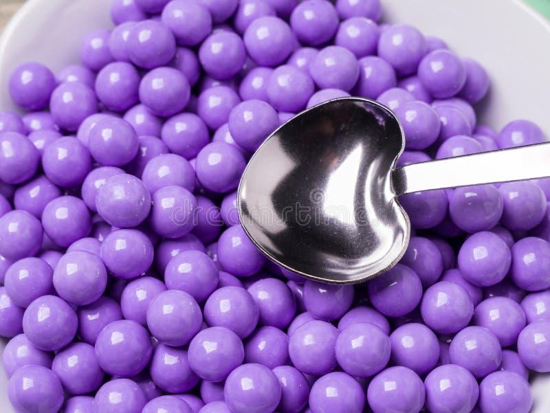 糖果巧克力报道了紫色 库存图片
