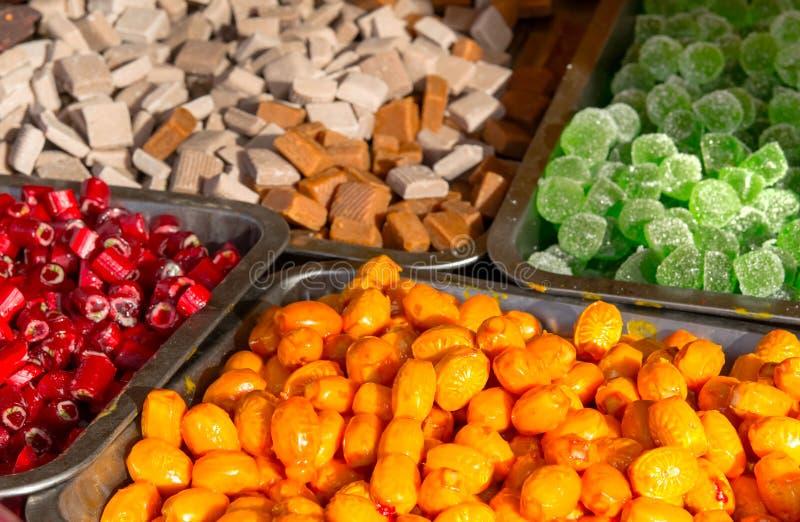 糖果店五颜六色的糖果圣诞节冬天销售 免版税库存图片